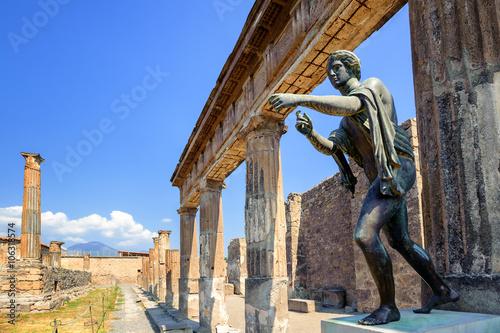 Papiers peints Naples Ruins of Apollo Temple, Pompeii, Naples, Italy