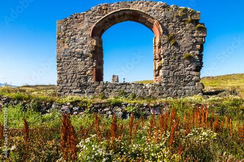 fototapeta na ścianę Ruin of Llanddwyn chapel, Anglesey