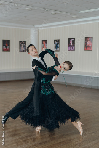 mata magnetyczna Professional dancers dancing in ballroom