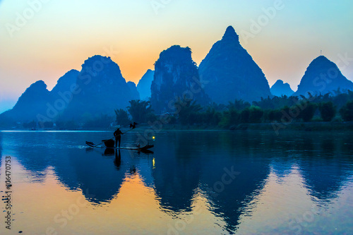 Papiers peints Guilin Silhouette of Fisherman with Cormorant Bird on Boat China River