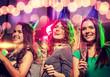 Obrazy na płótnie, fototapety, zdjęcia, fotoobrazy drukowane : smiling friends with glasses of champagne in club