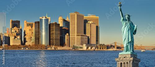 Zdjęcia na płótnie, fototapety, obrazy : Statue of Liberty and Manhattan skyline.