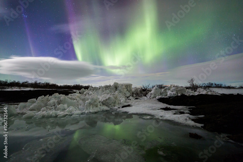 Foto op Plexiglas Antarctica Northern Lights above an iceberg in a lagoon