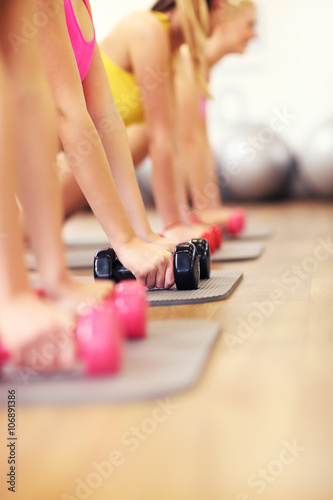Juliste Group of women working out in gym