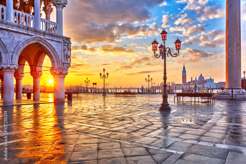 Piazza San Marco at sunrise, Vinice, Italy Plakat