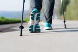 nordic walking auf asphalt