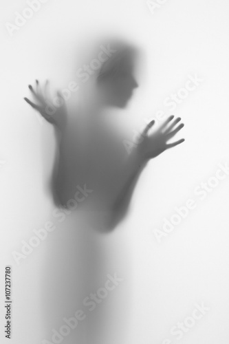 Poster Silhouette of a female face and hands, fingers