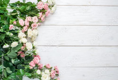 Zdjęcia na płótnie, fototapety, obrazy : Delicate fresh roses on the white wooden background.