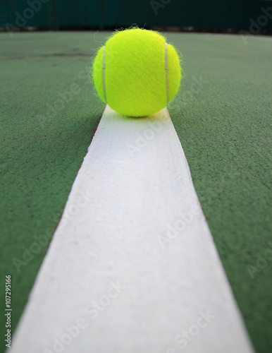 Tennis Ball on the tennis court Tableau sur Toile