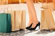 Obrazy na płótnie, fototapety, zdjęcia, fotoobrazy drukowane : Счастливый шоппинг. Молодая красивая девушка с покупками.