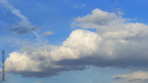 Foto op Canvas UFO Timelapse white clouds on the blue background