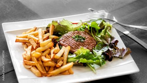 Papiers peints Steakhouse steak haché frites