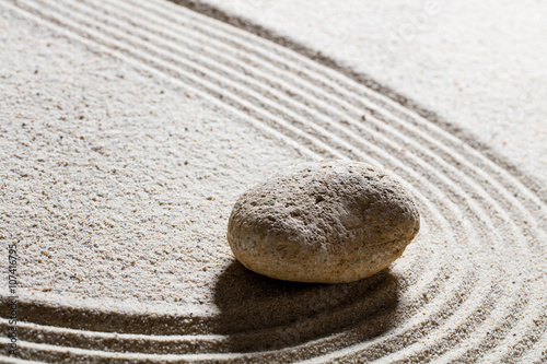 Aluminium Zen Stenen zen sand still-life - one pebble for concept of suppleness or flexibility with care and smoothness