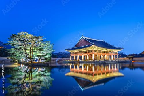 Poster Gyeongbokgung Palace at night, Seoul, South Korea