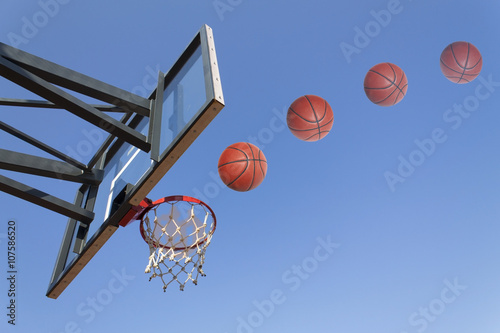 Poster Basketball hoop shoot on a blue sky