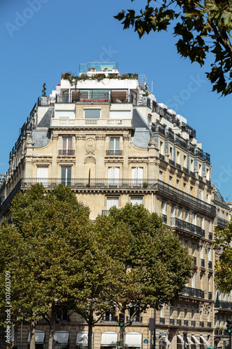 Poster Facade of typical house with balcony in 16th arrondisement of Paris