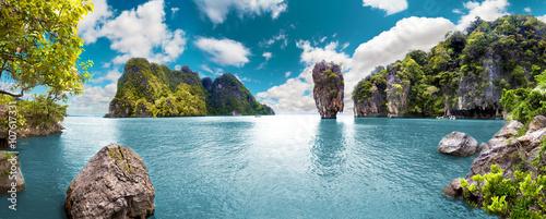 Poster Tropical strand Paisaje pintoresco.Oceano y montañas.Viajes y aventuras alrededor del mundo.Islas de Tailandia.Phuket.