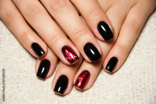 Ongles noirs Poster