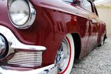 Roter Cadillac von der Seite