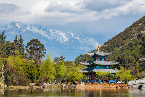 Foto op Plexiglas Indonesië Amazing view of the Jade Dragon Snow Mountain and the Black Drag