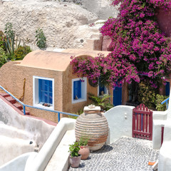 Compact living on Santorini
