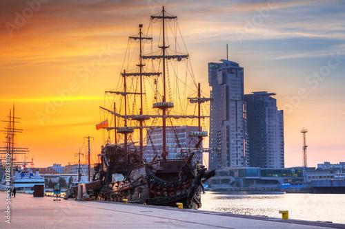 Zdjęcia na płótnie, fototapety na wymiar, obrazy na ścianę : Sunset cityscape of Gdynia city at Baltic sea, Poland