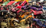 Autos auf Schrottplatz - 107922128