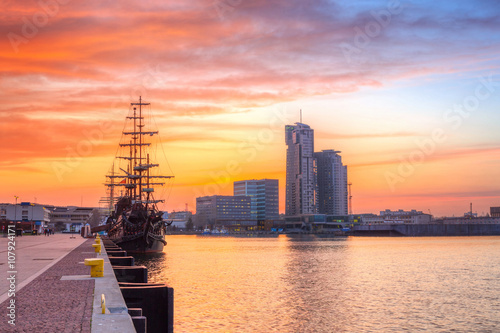 Zdjęcia na płótnie, fototapety na wymiar, obrazy na ścianę : Sunset in Gdynia city at Baltic sea, Poland
