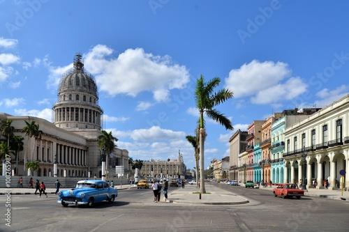 Poster Vintage cars near the Capitol, Havana. Cuba.