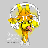 Żyrafa w słuchawkach i okularach