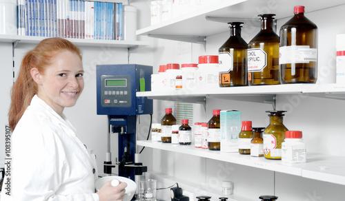 Apotheke pharmazeutisch medizinische Fachkraft PTA
