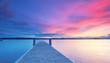 Steg an der Küste bei Sonnenuntergang