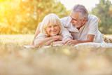 Senioren bei Entspannung im Sommer