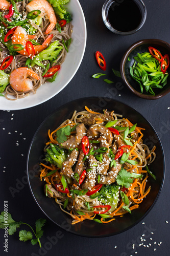 Poster Bowl of soba noodles with beef and vegetables. Asian food.