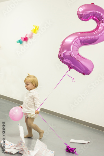 Poster Full shot blondie girl celebrating her second birthday