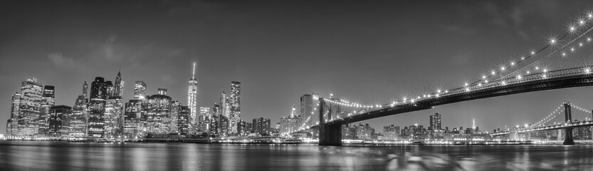 New York manhattan bridge night view © Andrea Izzotti