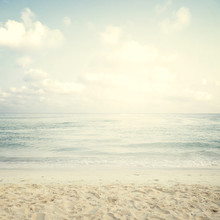 Playa tropical de la vendimia en verano