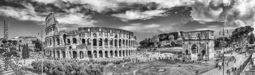 panoramiczny-widok-na-koloseum-i-luk-konstantyna