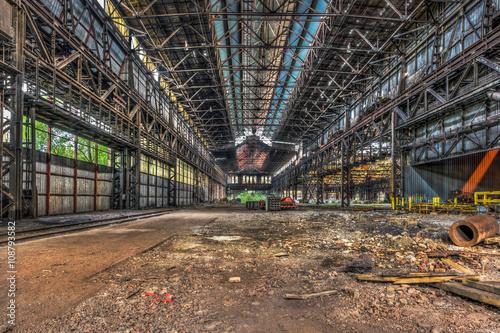 Staande foto Industrial geb. Large abandoned industrial hall