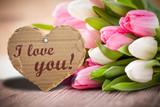 Tulpen mit Herzanhänger und
