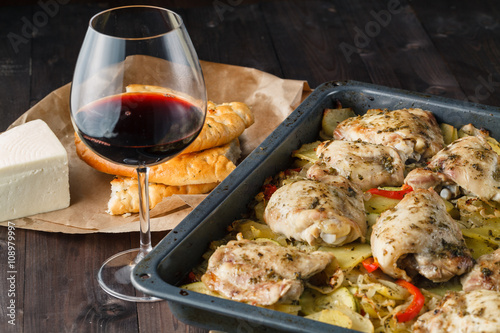 "Braised chicken with onions and wine""Fotolia.com の ストック ..."