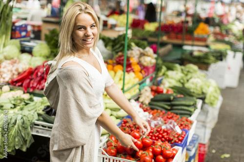 Keuken foto achterwand Boodschappen Woman at the market