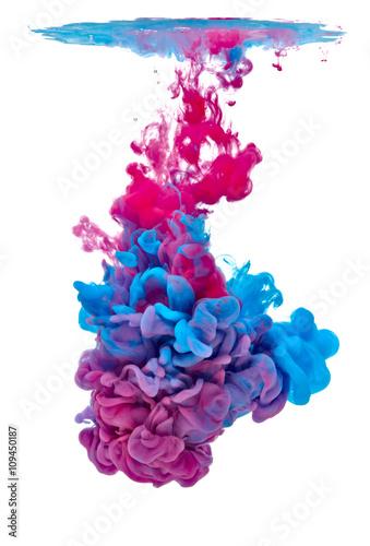 farba-w-kolorze-wodnym-ciecz-niebieski-czerwony