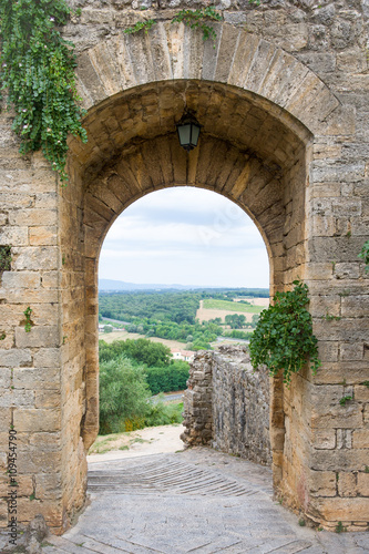fototapeta na ścianę Medieval Doorway Leading to Tuscan Countryside in Italy