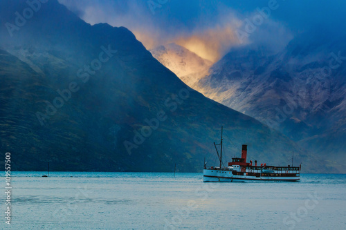 beautiful scenic of old steam engine boat in wakatipu lake queen - 109557500