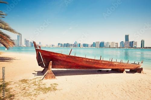 Fotobehang Abu Dhabi Sunny day in Abu Dhabi