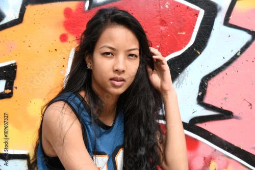 Zdjęcia na płótnie, fototapety, obrazy : jeune femme en tenue sportive dans un décors urbain