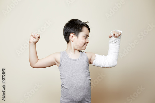 cute boy with broken arm Plakat