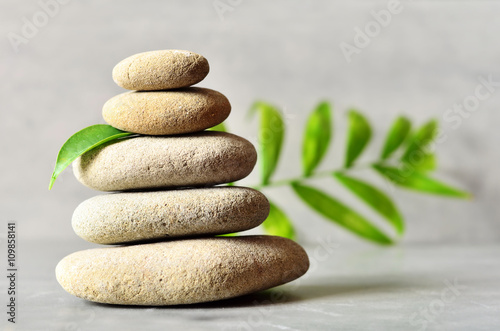 From spa stones make Balances pyramids and leaf.