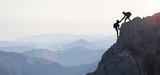 Fototapety dağcılık yardımı & dağların zirvesine ulaşmak